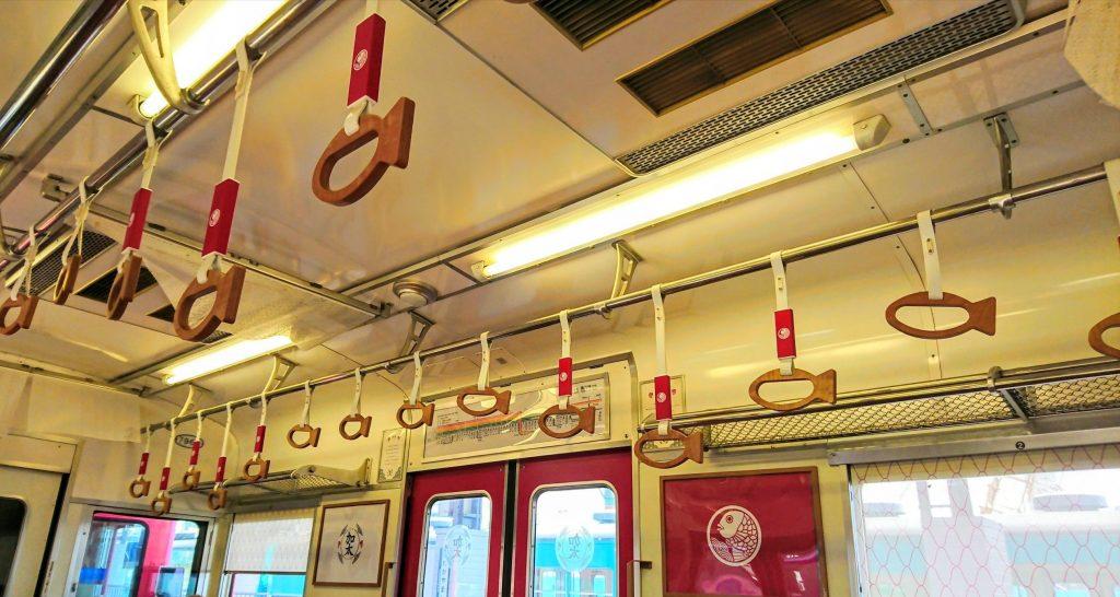 めでたい電車のつり革